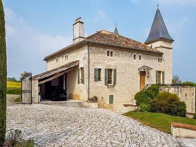 Rural situated chateau with magnificent viewings next to Bourg de Visa.Sided by a renovated barn with unlimited possibilities.  Completed with outside sitting area/kitchen, swimming pool on 6ha of land.  Your dream location !!!