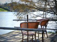 Jolie maison dans une position spectaculaire sur la rivière Lot, votre propre havre de pêche !
