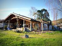 Belle grange transformée avec pièce de vie fabuleuse,avec une hauteur sous plafond impressionnante,cuisine ouverte,et terrasse de 100M2.Fosse conforme,et double vitrage.