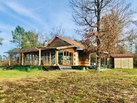 Maison en pierre et bois avec panneaux solaires sur 8000m2 de terrain pour une vie au grand air - proche de Villefranche de Lonchat et Montpon-Ménestérol
