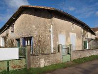 French property for sale in MONTJEAN, Charente - €46,000 - photo 2