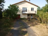 Maison individuelle offrant deux chambres, garage et jardin dans un hameau calme