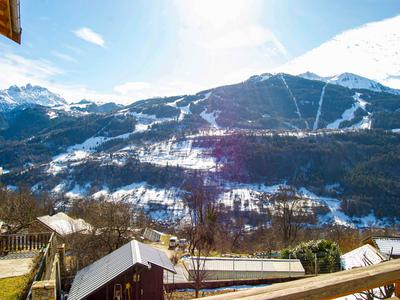 For sale: Fabulous fully detached chalet, overlooking the valley of Courchevel and the Three Valley ski resorts, with garage & private parking.
