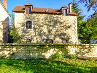 Maison de caractère en pierre dans la vallée des cinq châteaux