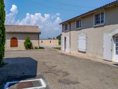 Superbe property in Blaye - Côtes de Bordeaux AOC, 18 hectares. Great terroir Ready to use.