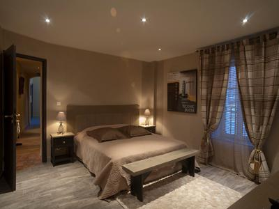 Magnificent stone property with large courtyard garden - upmarket bed and breakfast: 5 splendid en suite bedrooms, 2 reception rooms, 2 gorgeous apartments, office, reception and 3 terraces; plus a stylish and beautiful restaurant with terrace.