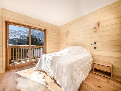 Magnifique chalet de ski de 217 m2 à vendre, avec 4 chambres et situé au Levassaix, à seulement 1.7 km des Menuires et sur une piste de ski menant aux remontées mécaniques 3 Vallées