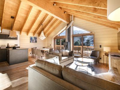 Chalet neuf haut de gamme de 225 m2 avec 4 chambres en vente sur les pistes de ski des 3 Vallées et à seulement 1.7 km de la station des Menuires. Ne manquez pas les tours virtuels 360 disponibles seulement sur le site de Leggett