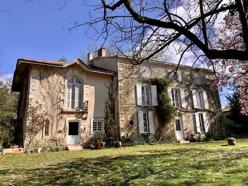 Maison à vendre en Poitou Charentes - Deux Sevres NIORT Magnifique Logis au  bord de la Sèvre, grand parc avec arbres centenaires à 8 minutes de