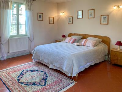 In the city of Apt, Luberon, Beautiful Bastide 18th century with exceptional Orangerie, 7 bed rooms, exceptional environment with splendid view, large pool and outdoor kitchen