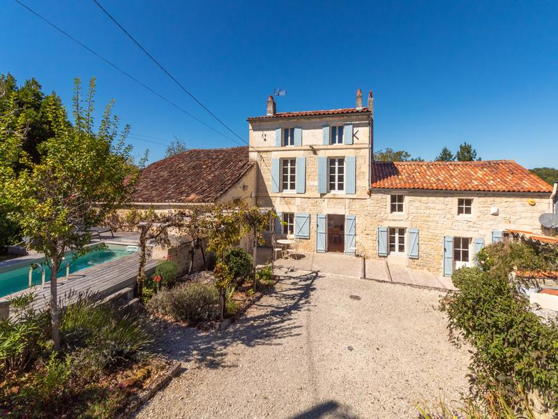 Maison à vendre à FENIOUX(17350) - Charente Maritime