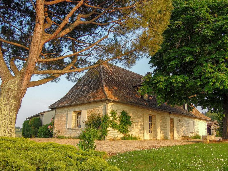 Maison à vendre en Aquitaine - Dordogne BERGERAC Belle Chartreuse  Perigourdine, avec piscine, surplombant les vignobles du Monbazillac REF: