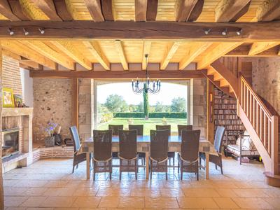 In the heart of the nature of the Périgord Blanc, prestigious property with gîtes on 26 hectares of land.