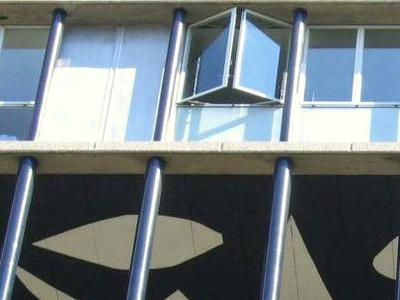75013, Croulebarde, vue imprenable sur Paris de cet appartement lumineux de 82m2 de 4 pièces (T4 - Voir plan et 360) sans perte de place au 16e étage d'une tour tout en transparence avec de nombreuses fenêtres toute hauteur, construite par l'architecte Édouard Albert et inscrite à l'inventaire des monuments historiques