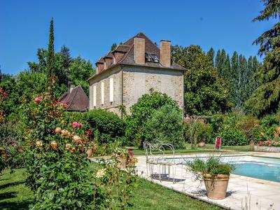 Exquisite riverside Maison de Maitre, two reception rooms, five en suite bedroom, swimming pool, beatuiful views