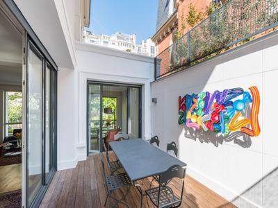 Exceptional 'Art Déco' mansion, stylishly renovated, on a leafy Boulevard off Porte de La Muette, Avenue Foch and Bois de Boulogne