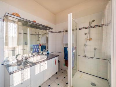 Terrain: 1250m², Terrasses: 130m² RER A Parc St Maur 20' – Maison 9P avec sous-sol complet– PMR – Studio indépendant - Garage double