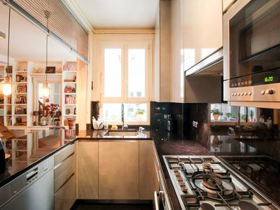 75017 Batignolles, sunny Duplex 3 bedrooms apartment (5/6 rooms), double exposed O/E and superbly distributed offering 128m2 (check online floor plan ad Virtual Tour), on the 2nd and 3rd floor of an historic 19th century stone built property with lift, well situated Rue de Saussure.