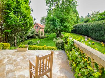 Yvelines (78) - At 7 minutes walk from the station of St Nom-la-Bretèche Forêt de Marly, a magnificent property of 400 m², 6 bedrooms, on a wooded plot of 3500 m2