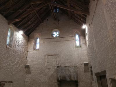 Logis charentais de 330m2 entièrement rénové 5 chambres, avec piscine et dépendance de 148m2 et sa magnifique chapelle rénovée.