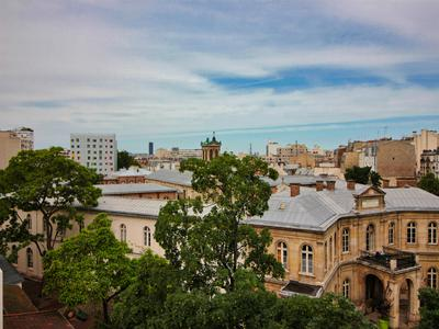 Paris XII – Nation - bright 3/4 rooms apartment -67 m2 on 5th Floor, lift , with view on garden, the Eiffel tower, Notre Dame de Paris and Montparnasse tower.