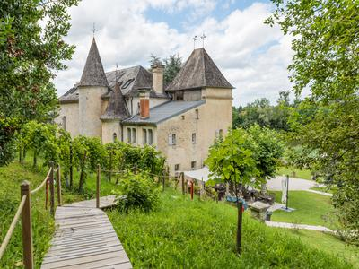 OUTSTANDING 17TH CENTURY CHATEAU NEAR SAINT-EMILION - THRIVING B&B/GITE BUSINESS - FULLY RENOVATED TO HIGH STANDARDS!