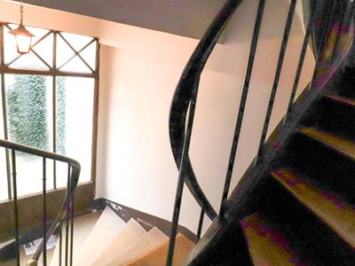 PARIS 75004, Ile Saint-Louis, rare opportunity for this property entirely renovated with double exposure S/N offering 2 rooms (1 bed) for 54m2 (360 & floor plan available) on the  2nd floors of this peaceful historic building 2 steps away from Notre Dame, the banks of the river Seine and fashionable terraces.