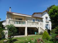 French property for sale in BOURG, Gironde - €328,600 - photo 3