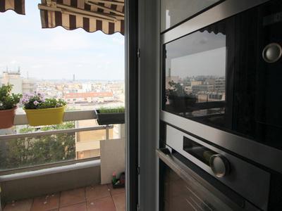2 bedroom fully renovated top floor apartment of 69m2 overlooking Paris