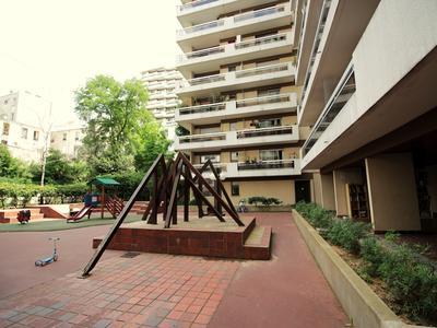 Appartement rénové 3 pièces, 2 chambres, 70 m2. Dernier étage avec vue sur tout Paris