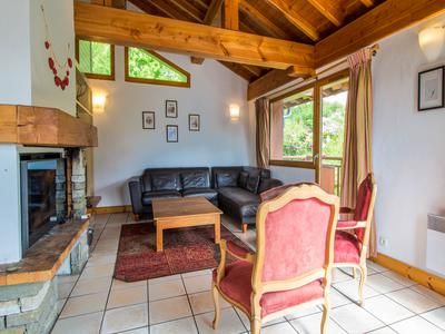 Spacious 6 bedroom chalet with spectacular views, wood fire, balconies, a sauna, hot tub and shared swimming pool, right in the heart of Plan Peisey, Paradiski, steps away from the Vanoise Express.