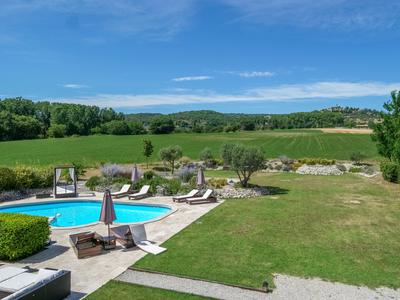 Luberon; Beautiful provençal Domaine with large garden, pool and jeu-de-boule Pitch; Bed & Breakfast (4 Rooms / 4 Bathrooms).  Guaranteed income  from the sublet Restaurant business (well-running).
