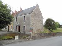 Jolie maison de village avec garage et jardin attenant