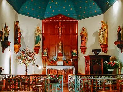 Fantastic manoir with gites, light-filled artist's studio and its own superb chapel