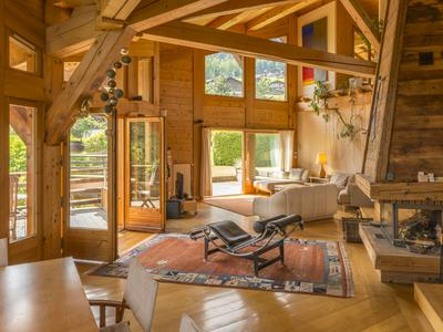 Luxury ski chalet for sale in Saint Gervais les Bains with stunning Mont Blanc views and south-facing garden and balconies, including 5 bedrooms and a separate studio on the ground floor. Less than 3km to the nearest ski lift and only 1 hour from Geneva.