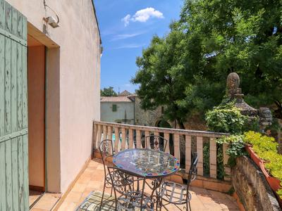 Well renovated mas from 18th century (550 m²) with 4 B&B apartments, swimming pool in private courtyard and spacious barn in charming village with amenities only 4 km from Uzès.