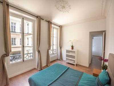 75001, next to the Louvre museum and the Seine, beautiful bright and quiet 3-room apartment (T3) offering 71m2 (see video and plan) on the 1st floor of a prestigious Haussmanian building from 1880 with elevator, magnificent central location.
