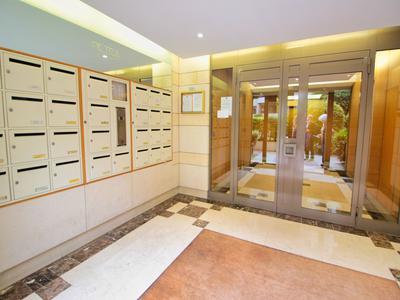 Appartement 4 pièces T4 3ème étage avec ascenseur, terrasse exposée Sud-Est et balcon, parking, vue dégagée Levallois-Perret / Neuilly