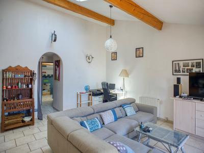 Desirable location for this MAIN HOUSE and GITE all with reduced mobility access, set on a private mature plot. A few steps from the port and near beaches of LE BARCARES.