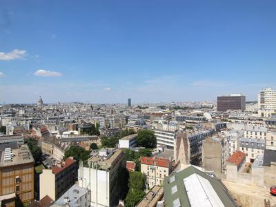 75013, Croulebarde, corner apartment with unobstructed views of Paris (See floor plan and 360) offering 82m2 - 2 bedrooms property designed without loss of space on the 16th floor of this famous tower build all in transparency with many full height windows.