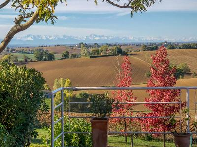 Exclusive! Le Castéra - less than 30 min from Toulouse Blagnac and 5 minutes from Levignac - Exceptional view of the Pyrenees - Charming villa in a peaceful setting with top-of-the-range equipment!