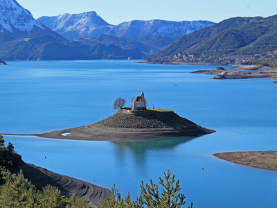 Incredible family home overlooking Lac de Serre Poncon, Les Hautes Alpes.