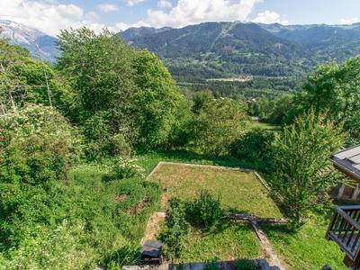 Magnifique ferme mitoyenne de 240m2 avec une vue bucolique. Ne manquez pas, une superbe visite virtuelle et des plans en 3D, EXCLUSIF sur le site de Leggett. VISITES VIRTUELLES POSSIBLES SUR DEMANDE