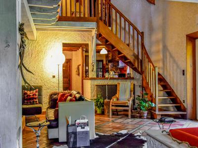 This beautiful 4 bedroomed, chalet style home is in perfect condition. With super views of the surrounding mountains and just 5 minutes from Bagneres de Luchon, you must visit this stunning property.