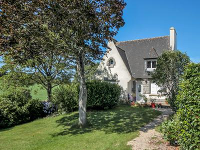 An extensive, country estate consisting of 4 houses and an events room, providing income potential, surrounded by pretty gardens, including a natural pond, and its own land and all about 5 minutes away from historic and beautiful Locronan.