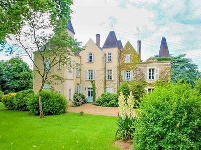 Character Chateau with 7 bedrooms close to Laval