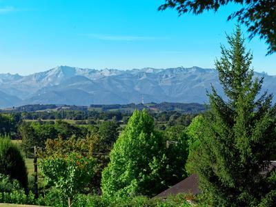 Grande maison d'exception avec dépendances et vue sur les Pyrénées