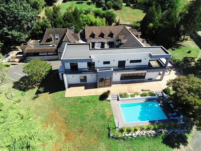 Large exceptional house with outbuildings and views of the Pyrenees mountains