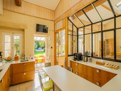 Bordeaux Rive Droite - Charming residence with swimming pool pigeon house and guest house on enclosed grounds.