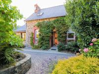 French property for sale in PONTRIEUX, Cotes d Armor - €240,750 - photo 9